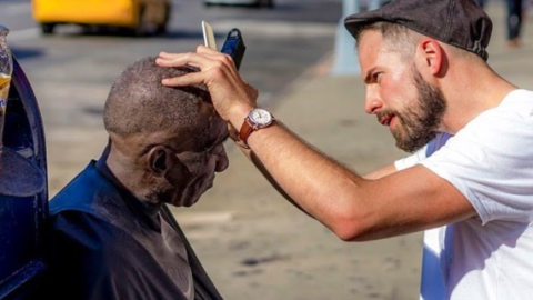 This Hairdresser in Virginia Beach is Offering Free Haircuts For Homeless