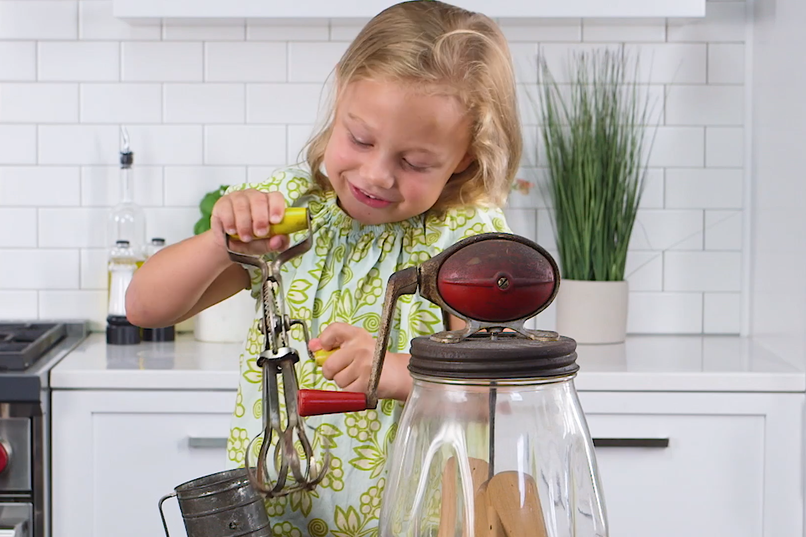 Southern Kids Reacting To Vintage Kitchen Tools Is The Funniest Thing You'll See Today