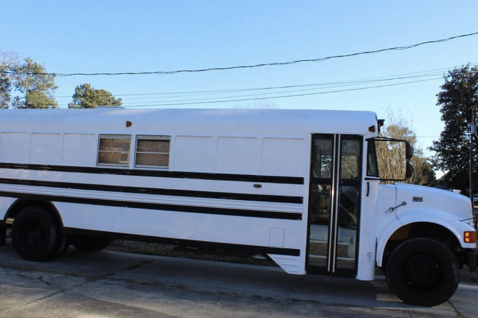 Minor League Player and His Girlfriend Convert Old Bus into an Amazing Home