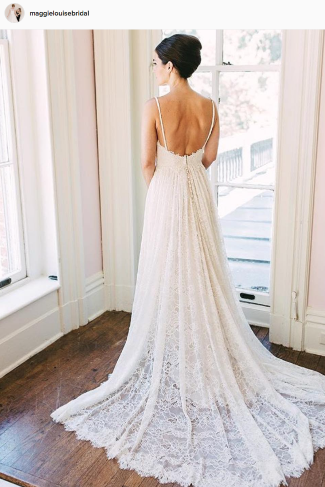 Airy and Elegant Wedding Gown