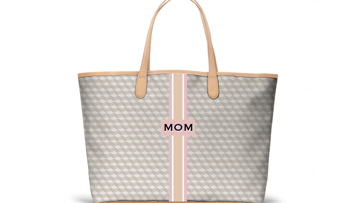 The Best Gifts to Give Your Fashion-Loving Mom